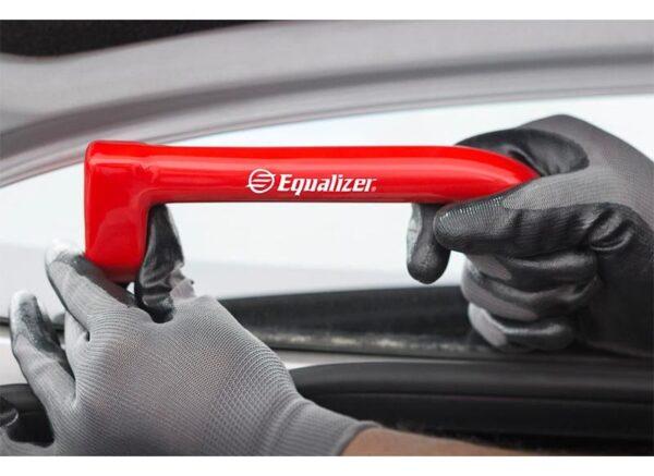 TLS1576 Equalizer ZipKnife™ Compact Cold Knife in Use